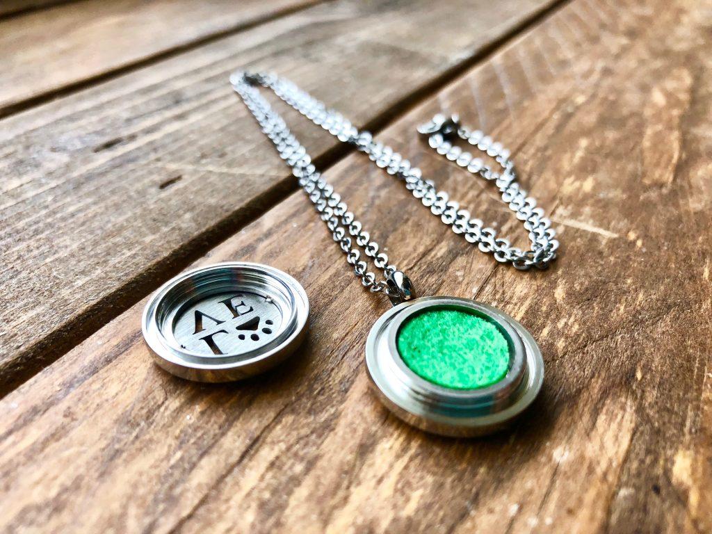 Locket Necklace Love Plain Open